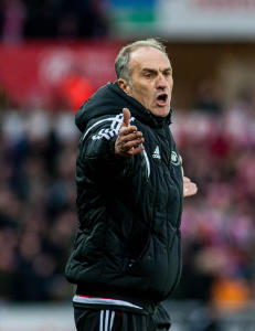 Swansea-manager ute av sykehuset