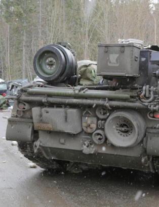 Politiet har frigitt navn p� mannen som d�de i kollisjon med stridsvogn