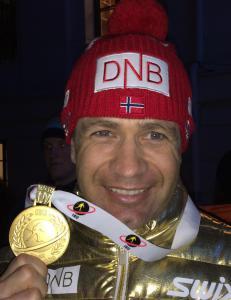 Om noen uker ligger denne gullmedaljen i en safe p� hemmelig adresse