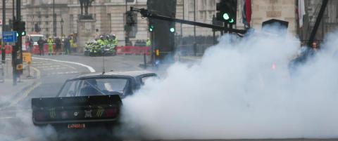 Raser etter Top Gear-stunt ved krigsmonument: - Det hadde ikke Jeremy Clarkson gjort