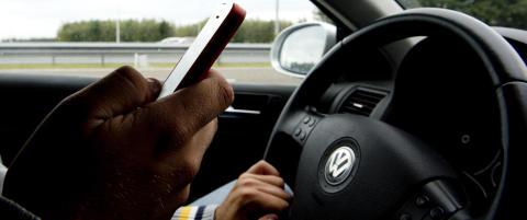 Å svare «ok» på en SMS mens du kjører, tilsvarer å kjøre med bind foran øynene over en fotballbane