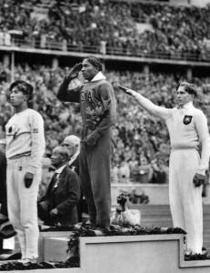 I 1936 ydmyket Jesse Owens Hitler - tilbake i USA m�tte han fortsatt sitte bakerst p� bussen