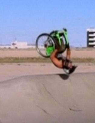 Her tar han backflip med rullestolen