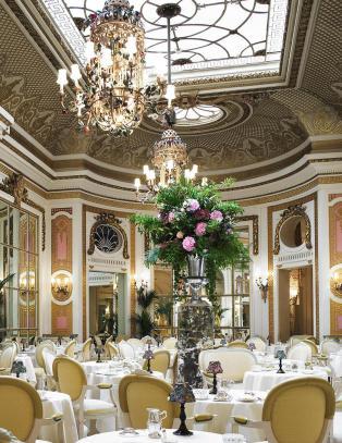 Helt siden The Ritz åpnet dørene for 110 år siden, har ettermiddagsteen vært en av Londons aller mest fasjonable