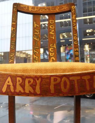 Harry Potter-forfatterens stol solgt for 3,3 millioner