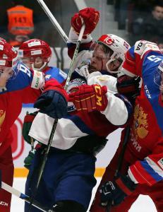 Hockeygutta med knepent tap for Russland