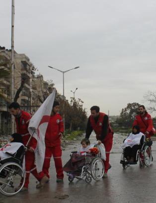 Her reddes syriske skadde og funksjonshemmede ut fra krigen i Aleppo