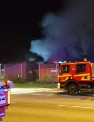 Politiet �pnet ild mot fluktbil etter eksplosjon p� arabisk friskole i Sverige