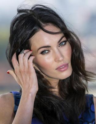 Full forvirring rundt Megan Fox' mage - slik svarer hun på papparyktene