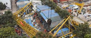 Minst 18 d�de i Kina etter at kran kollapset i sterk vind