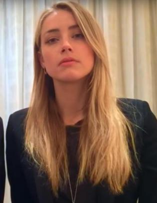 Johnny Depp og kona i bisarr video etter hundesmuglingsdramaet: - Beklager