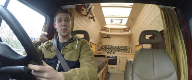 Da Jamie (25) ble lei h�y husleie, snekret han seg ett rom og kj�kken i bilen