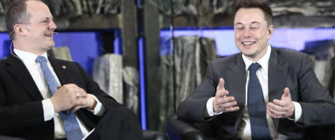 Pinlig stillhet da Tesla-gr�nder Elon Musk ble spurt om � flytte produksjonen til Norge
