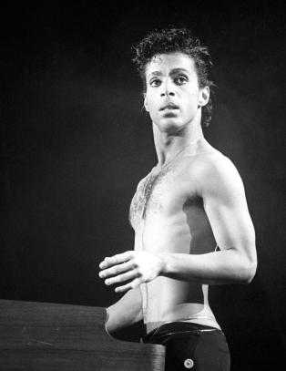 En grå verden ble vakrere gjennom Prince' purpurfargede briller