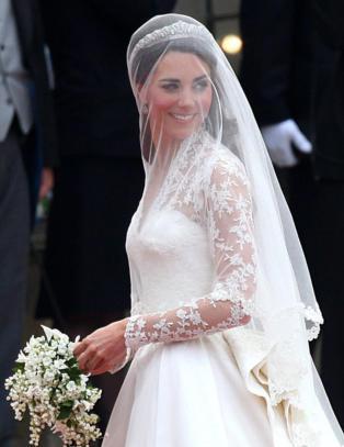 Designer saksøker motehus - hevder hertuginne Kates brudekjole var kopi av hennes design