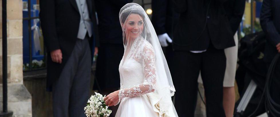 Designer saks�ker motehus - hevder hertuginne Kates brudekjole var kopi av hennes design