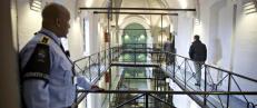 Frykter at �kt press og farligere innsatte vil �knekke ryggene� p� fengselsansatte