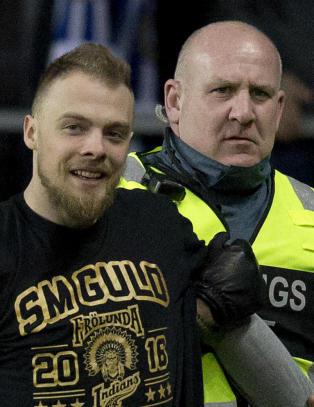 Den norske landslagsspilleren risikerer tre �rs utestengelse fra idrettsarrangement etter banestormingen