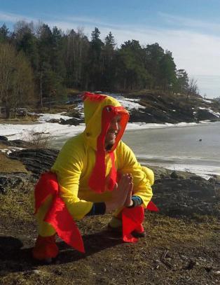 Frastj�let telefon i kyllingdrakt under NRK-program