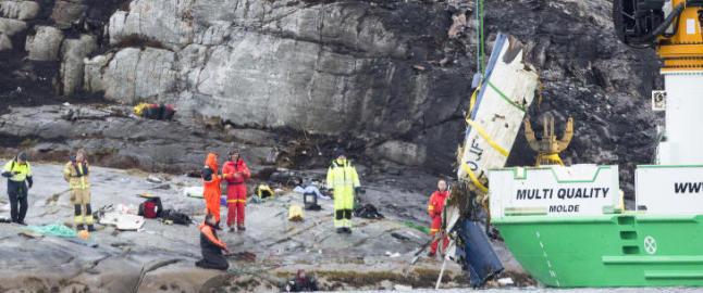 Usikkert om alle er funnet etter helikopterulykken