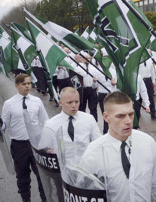 M�tte fly inn 70 politifolk til svensk sm�by for � bevokte 1. mai-nazimarsj