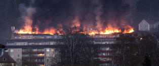 Kraftig brann i boligblokk i Sverige