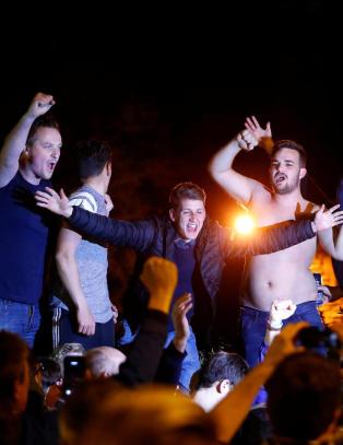 Etter at sensasjonen var en realitet, br�t det ut ville tilstander i Leicester