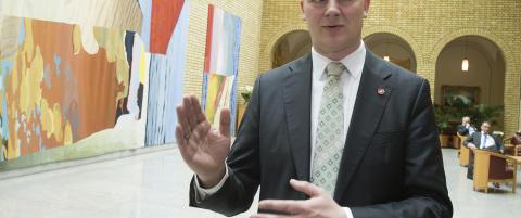 Samferdselsministeren advarer mot forhastede konklusjoner