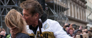 David Hasselhoff (63) har forlovet seg med Hayley (36): - Egentlig for gammel