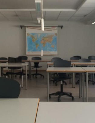Norskl�rer m�tte opp til f�rste time. Der var det ingen elever