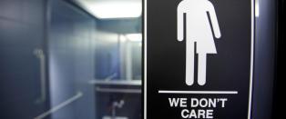 Vil tape hundrevis av millioner dollar dersom  diskriminerende toalettlov ikke blir spylt ned
