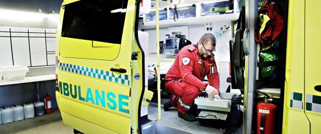 T�ff hverdag for ambulansearbeidere: -Er blitt truet p� livet med ladd pistol og kniv