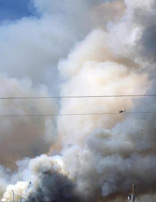 Fortsatt ute av kontroll: Skogbrann i Canada kan legge en hel by i aske