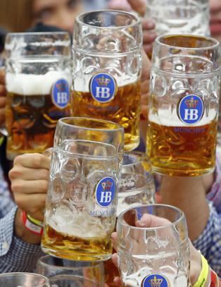 I dag tar fedre i dette landet til gatene for � drikke seg fulle. Grunnen vil overraske deg