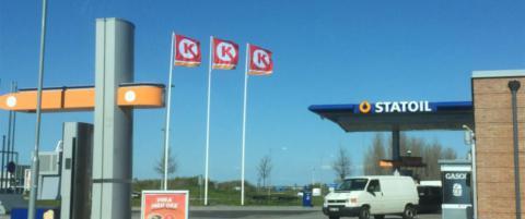 Flaggtabben p� denne bensinstasjonen er sett av millioner - n� snur Circle K