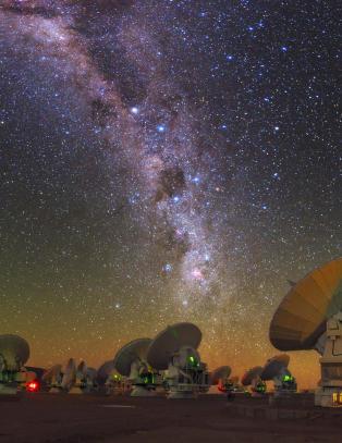 Har funnet sort hull 600 millioner ganger s� massivt som sola
