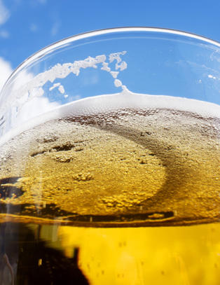 Nesten ni av ti vet ikke at alkohol kan forverre allergi