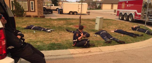 Enorm jobb for brannmennene: �Vi vil ikke gi oss f�r vi f�r v�re egne og deres hjem tilbake�