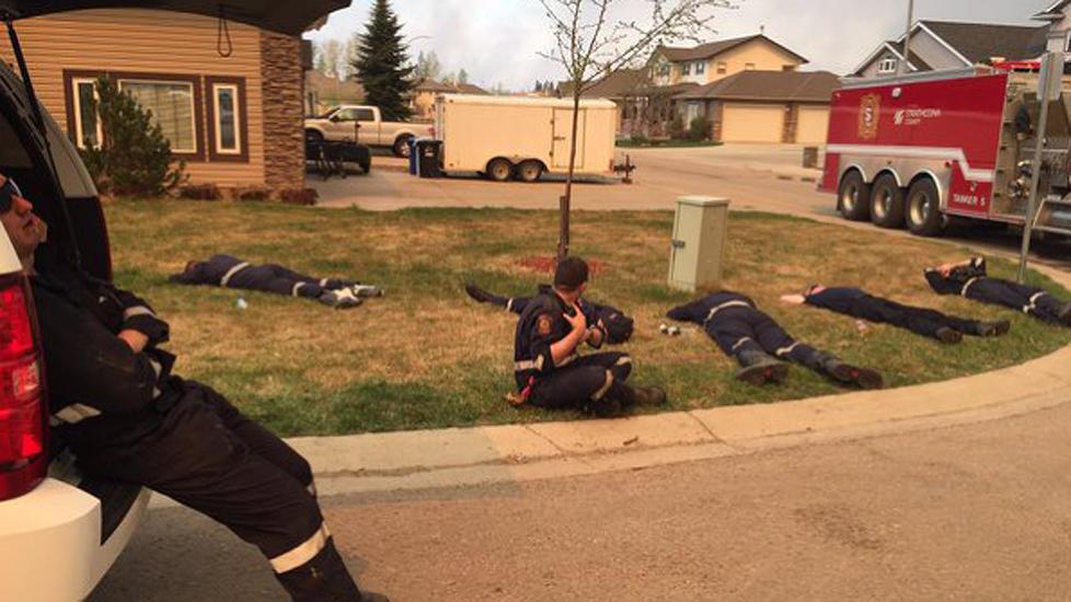 nyheter enorm jobb for brannmennene vi vil ikke gi oss for vi far vare egne og deres hjem tilbake