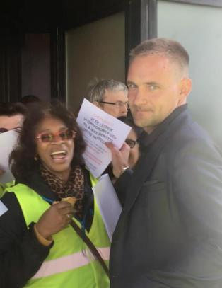 Full streikekrangel etter at hotellgjest blir stoppet: - Bare saks�k oss