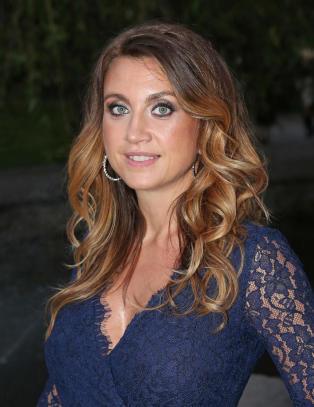Camilla L�ckberg hylles for bilde av �mammakroppen�
