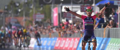 Ulissi med soloseier p� fartsfylt Giro-etappe