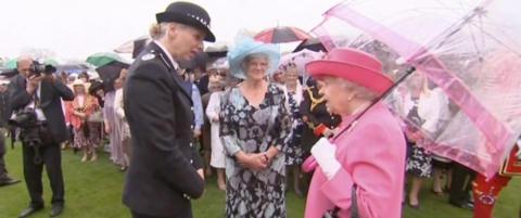 Dronning Elizabeth kaller kineserne �sv�rt frekke�
