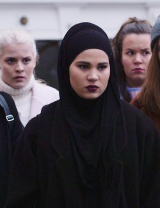 - Hun bruker hijab, men  er helt vanlig og skikkelig tøff i trynet