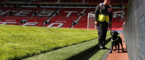 Old Trafford evakuert etter funn av mistenkelig gjenstand: Kampen er avlyst