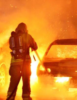 I alt ti biler har blitt p�tent i den svenske byen. N� peker politiet p� narko-bander