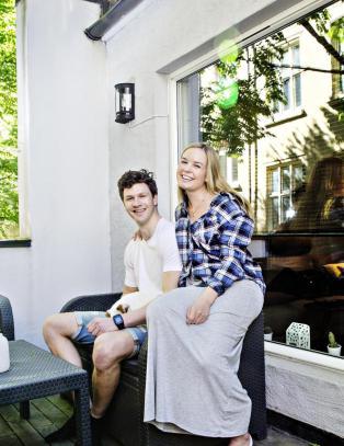 Unng� arvetr�bbel: Slik sikret Karoline (24) og Fabian (27) hverandre da de kj�pte bolig