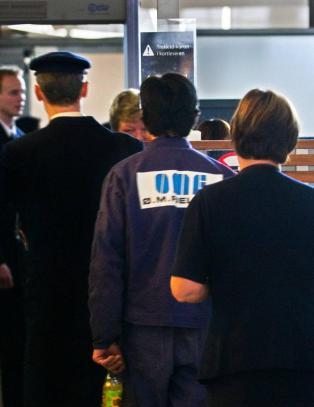 - Mellom 20 og 30 flyplassansatte mister sikkerhetsklarering i Norge hvert �r