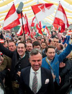 �Ulven i f�rekl�r� er i ferd med � revolusjonere et av Europas mest stabile demokratier