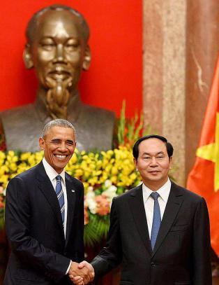 USA opphever forbudet mot v�pensalg til Vietnam